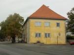 Raekoja S-poolne otsasein. Lubivärviga värvitud sein vihmasel päeval. Foto: Rita Peirumaa, 25.09.2014