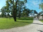 Pädaste mõisa park ja vaade mere suunas, tall-tõllakuur jääb fotol vasakule äärde. Foto: K. Saks 2.09.2014