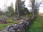 Kalmistu piirdemüür teelt. Foto Silja Konsa 16.10.2014