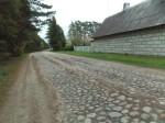 Kihelkonna-Papissaare munakivitee külavahelisel osal. Foto: Rita Peirumaa. 22.10.2014