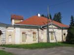 Vaade hoone kagupoolsele küljele. Foto Kadi Mõttus, 11.08.2015.