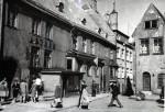 Raekoja plats 11 ja 12 hooned 1964. aastal. Foto TLPA muinsuskaitse osakonna arhiiv