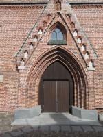 Vaade Jaani kiriku lääneportaalile. Foto Egle Tamm, 19.04.2016.