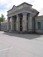Vaade portikusele loodest. Foto: Urmas Oja, 2004