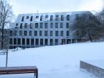 Ülikooli 14 mälestisega liituv uushoone Pirogovi pargist vaadatuna. Foto Egle Tamm, 22.01.2018.