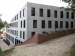 Ülikooli 14 mälestisega liituv uushoone Toomemäe jalamilt vaadatuna. Foto Egle Tamm, 27.09.2016.