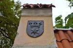 Rakvere linna vapp kiviaia nurgatornil. Foto 30.08.2012