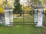 Kalmistu vasakpoolne värav. Foto: Keidi Saks, 17.10.2018