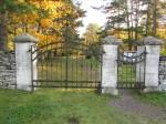 Kalmistu peavärav. Foto: Keidi Saks, 17.10.2018