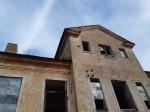 Kihlevere mõisa peahoone. Foto: Raili Uustalu 06.11.2019. Vaade hoone esikülje keskosale.