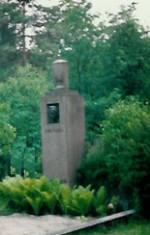Kuno Veeberi hauasammas. J. Koort, 1933 (graniit) Foto: 1993.a.