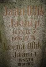 Perekond Olliku hauasammas. J. Koort, umbes 1922-1923 (graniit). Detailvaade Foto: Sirje Simson 08.10.2007