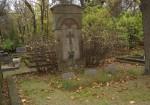 Perekond Olliku hauasammas. J. Koort, umbes 1922-1923 (graniit) Foto: Sirje Simson 08.10.2007