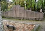 Perekond Uusmani hauamonument. J. Koort, 1932 (graniit) Foto: Sirje Simson 07.10.2007