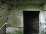 Kelder nr. 5 sisevaade - üks täiuslikumaid ja paremini viimistletud keldriruumi raidkivitöötluse näiteid. Autor: M.Koppel; Juuni 2009