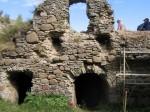 Toolse linnuse varemed : 15951 vaade remonttöödele - keldrile, 2010.  Autor ANNE KALDAM  Kuupäev  31.09.2010