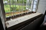 Kirikusaali N-seinas olev aknaava koos paigaldatava lengiosaga. Tõnis Padu foto 30. sept 2010