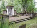 Vabadussõjas invaliidistunute matmispaik mälestussambaga. Foto: I. Raudvassar, kuupäev 16.08.2005