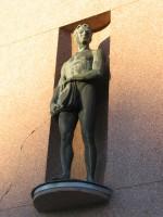 """Skulptuurid """"Ilu"""" ja """"Töö"""". J. Raudsepp, 1937 (pronks) Foto: Mark Sepp 25.11.2004"""