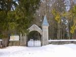 Kalmistu värav lõunaküljel Autor Kalli Pets  Kuupäev  23.03.2006