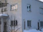 Aardla 3 teise korruse kaks akent on 2010 lõpus või 2011 algul vahetatud sobimatute vastu. Foto Egle Tamm, 22.02.2011