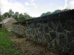 Välja talu laut-kedri konserveeritud müürid. Foto: S. Konsa, 16.sept.2011