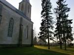Nissi kirik ja kirikuaia kabel. Foto: Kadri Tael nov. 2011