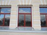 15729 Rakvere õpetajate seminari peahoone, 09.11.2011 Anne Kaldam, peafassaadi aknad- restaureerimistööd on lõpetamata!