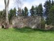 Simuna kirikuaed, reg nr 5754. Vaade kalmistul olevatele kabelimüüridele kirdest. Foto: Anne Kaldam, 07.05.2007.