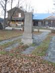 Vabadussõja mälestussammas ja Vabadussõjas hukkunud Juhan Liljebeki haud. Foto Tõnis Taavet, 15.11.2011.