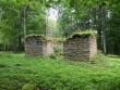 Karja vana kalmistu kabel, mätastatud nüüridega. Foto: R. Peirumaa, august 2012