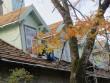 28733 Kunda tsemendivabriku kontori hoone , 09.10.2012, Anne Kaldam ja Mirjam Abel. Käivad katuse restaureerimistööd.
