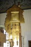 """Kirikulipp ikoonidega """"Ülestõusmine"""" ja """"Kaasani Jumalaema"""". 19. saj. lõpp või 20. saj. algus (messing, õli). Foto: S.Simson 13.06.2006"""