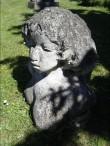 """Skulptuur """"Naine õunaga"""". M. Mõtuste, 1978 (dolomiit) Foto: S.Simson 15.06.2006"""