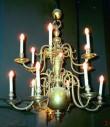 Kroonlühter kaheteistkümne tulega. 1648, (messing)  Foto: L. Krigoltoi, 2001