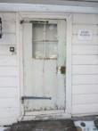 16067 Käsmu tuletorn. Vaade lõunapoolsele uksele (lõunast-sadama poolt). Kuupäev: 17.01.2013. Foto: Anne Kaldam