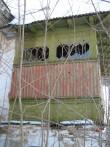 Hulja mõisa peahoone, reg. nr. 15659. Vaade kirdest puitveranda säilinud klaasijaotusele. Foto: M.Abel, kuupäev 09.04.2013