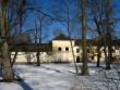 Hulja mõisa peahoone, reg. nr. 15659. Vaade hoone tagafassaadile kagust, mõisa pargist. Foto: M.Abel, kuupäev 09.04.2013