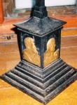 Altarikrutsifiks, 19.saj. (raud, malm(?), pronks). Jalami detail. Foto: Sirje Simson 2004