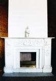 Kamin, 19. saj. (valge marmor, malm) Foto: Jaanus Heinla 2001