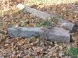Maa seest välja tõmmatud ning mõisa hoovile vedelema jäätud post.  Autor Martti Veldi  Kuupäev  30.10.2007