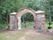 Sikamäe kalmistu restaureeritud värav. Foto autor: I. Raudvassar 07.06.2013