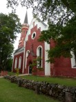 Vaade kiriku lõunaküljele. Foto: Anne Kivi, 30.07.2013