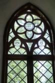 Ilumäe kabel, reg. nr. 15887. Kohalike talupoegade vapid Ilumäe kabeli akendel. Foto: M.Abel, kp. 30.07.13