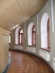 Näituse 2 vaade ringauditooriumi pingistikualusele käigule. Foto Egle Tamm, 10.09.2013.