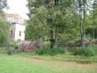 Roela mõisa peahoone varemed lõuna poolt pärast puude lõikust torni lähedalt ning võsavõttu hoone vundamendikünkalt. Foto: Sille Raidvere  Kuupäev: 17.09.2013