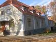 Tänavu paigaldati majale kivikatus ja restaureeriti välisfassaad.  11.10.2013 Viktor Lõhmus