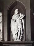 """Skulptuur """"Ristija Johannes"""", vana kantsli skulptuur uuel kantslil. Chr. Ackermann, 17. saj. (puit, polükroomia?) Foto autor teadmata"""