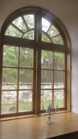 restaureeritud aken põhjaküljel Nele Rent 12.11.2013