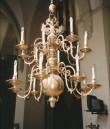 Kroonlühter kahepealise kroonitud kulliga, kuueteistkümne tulega. 17. saj. lõpp (messing) Foto: L. Krigoltoi, 2001